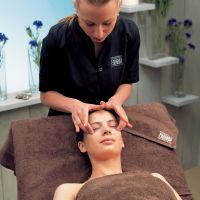 Cornflower eye contour treatment