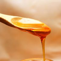 Cocooning honey body treatment