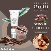 🍫 AVIS AUX GOURMAND(E)S 🍫 Connaissez-vous les cosmétiques à base de cacao ? Et non, ceci n'est pas un poisson d'Avril 🐟, ils existent bel et bien, et en plus ils présentent ce grand avantage de vous faire plaisir sans prendre le moindre gramme ! Le cacao, riche en polyphénols, est un excellent ingrédient cosmétique grâce à ses propriétés anti-radicalaires. Et dans nos jolis produits vente, nos extraits de cacao sont issus du commerce équitable !  🍫 Alors pour quoi ne pas se laisser tenter par un soin cabine à base de vrai chocolat: le masque est comestible et élaboré par un Maître chocolatier local.  🍫 Ils existent aussi en produits pour la maison, afin de se faire plaisir au quotidien.