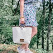 En ce moment dans votre institut, les nouveautés TRÉSORS DE MOOREA 🐚 sont mis à l'honneur avec en cadeau un très joli sac éco-conçu OFFERT pour l'achat de 2 produits dans cette gamme évocatrice de vacances ! On vous partage en story les coulisses rigolotes de cette photo 😹 . . . #bcparis #bernardcassiere #beautybynature #tresorsdemoorea #mooreatreasures #coco #coconut #cocooil #tiareflower #monoi #relax #chill #paradise #bodycare #new #nouveau #soincorps #naturalcosmetic #crueltyfree #cleanbeauty #madeinfrance #vanille #vanilla